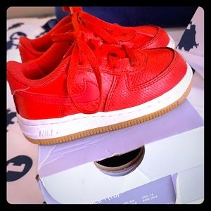 Air Force 1 kids size 7c University red